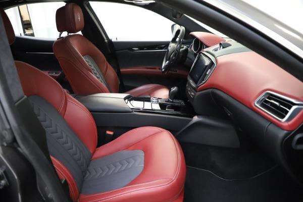 Used 2018 Maserati Ghibli SQ4 GranLusso for sale $55,900 at Pagani of Greenwich in Greenwich CT 06830 17