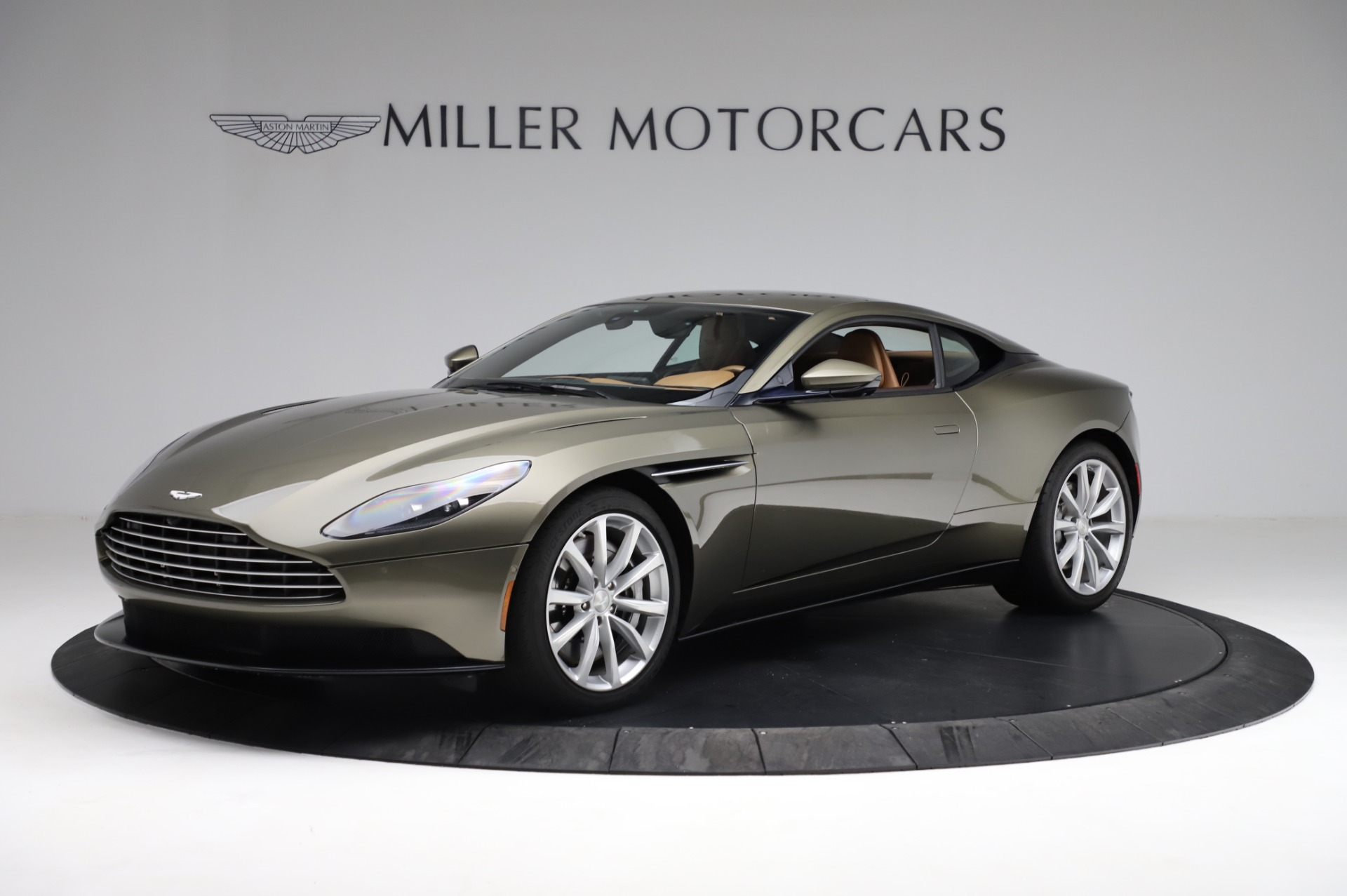 Used 2018 Aston Martin DB11 V8 for sale $151,900 at Pagani of Greenwich in Greenwich CT 06830 1