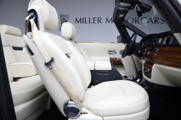 Used 2009 Rolls-Royce Phantom Drophead Coupe for sale $219,900 at Pagani of Greenwich in Greenwich CT 06830 25
