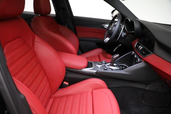 New 2021 Alfa Romeo Giulia Ti Sport Q4 for sale $54,050 at Pagani of Greenwich in Greenwich CT 06830 21