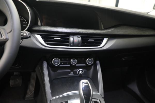 New 2021 Alfa Romeo Stelvio Q4 for sale $50,445 at Pagani of Greenwich in Greenwich CT 06830 18