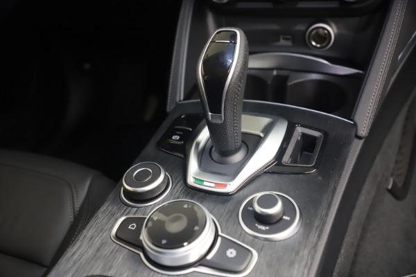 New 2021 Alfa Romeo Stelvio Q4 for sale $49,945 at Pagani of Greenwich in Greenwich CT 06830 18