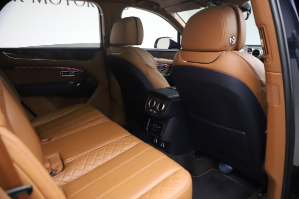 Used 2018 Bentley Bentayga W12 Signature for sale $149,900 at Pagani of Greenwich in Greenwich CT 06830 28