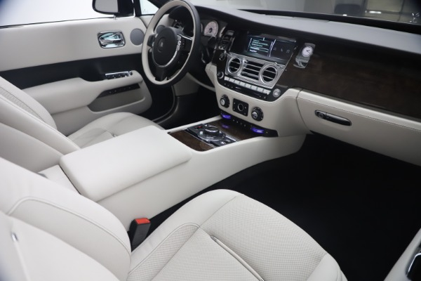 New 2021 Rolls-Royce Dawn for sale Call for price at Pagani of Greenwich in Greenwich CT 06830 28