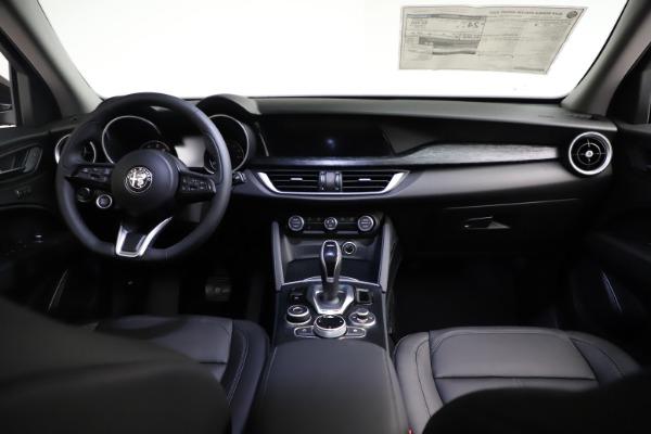 New 2021 Alfa Romeo Stelvio Q4 for sale $50,535 at Pagani of Greenwich in Greenwich CT 06830 19