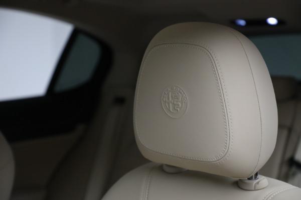 New 2021 Alfa Romeo Stelvio Ti Q4 for sale $55,205 at Pagani of Greenwich in Greenwich CT 06830 16