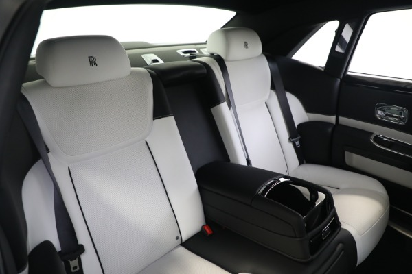 Used 2017 Rolls-Royce Ghost for sale $219,900 at Pagani of Greenwich in Greenwich CT 06830 16
