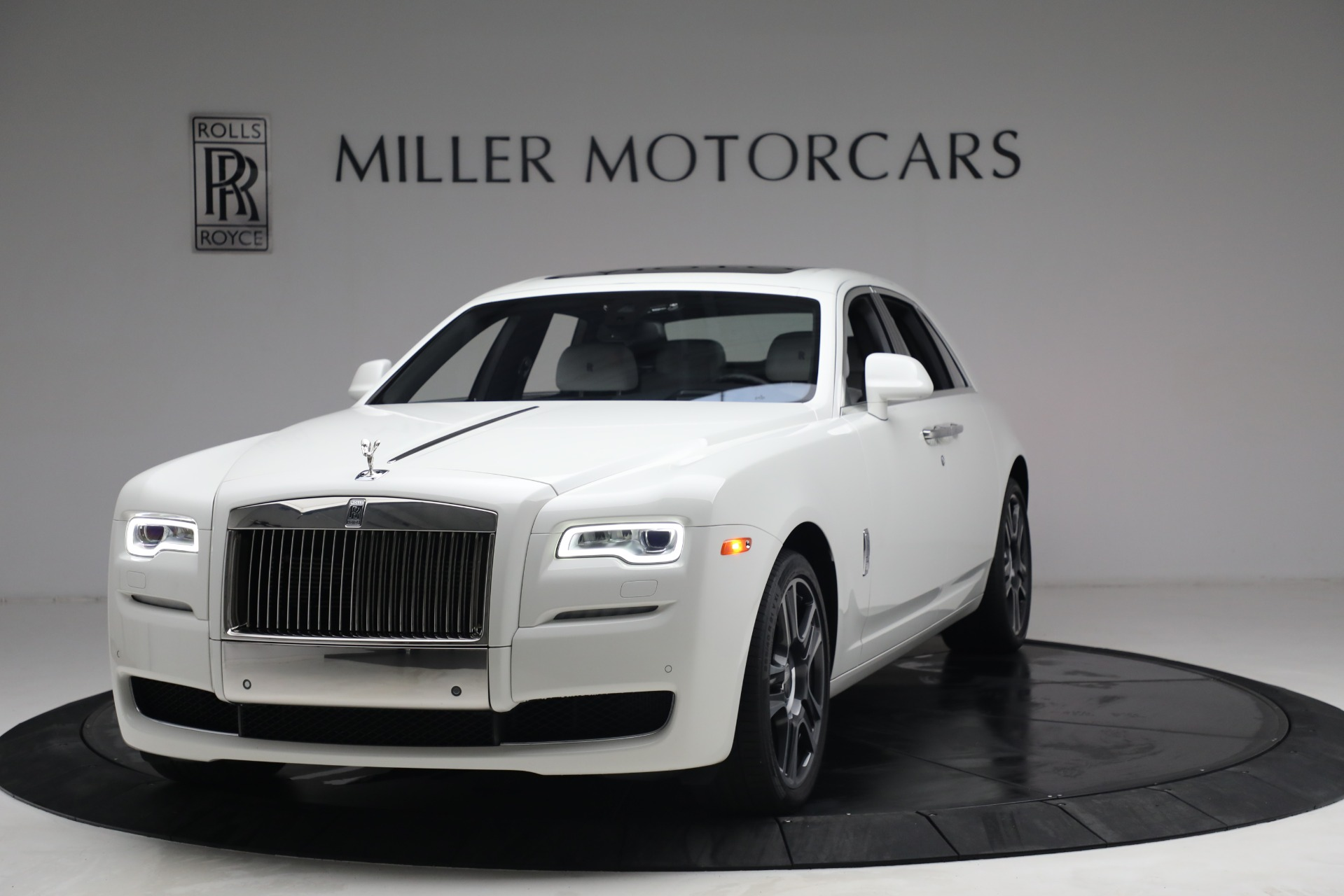 Used 2017 Rolls-Royce Ghost for sale $219,900 at Pagani of Greenwich in Greenwich CT 06830 1