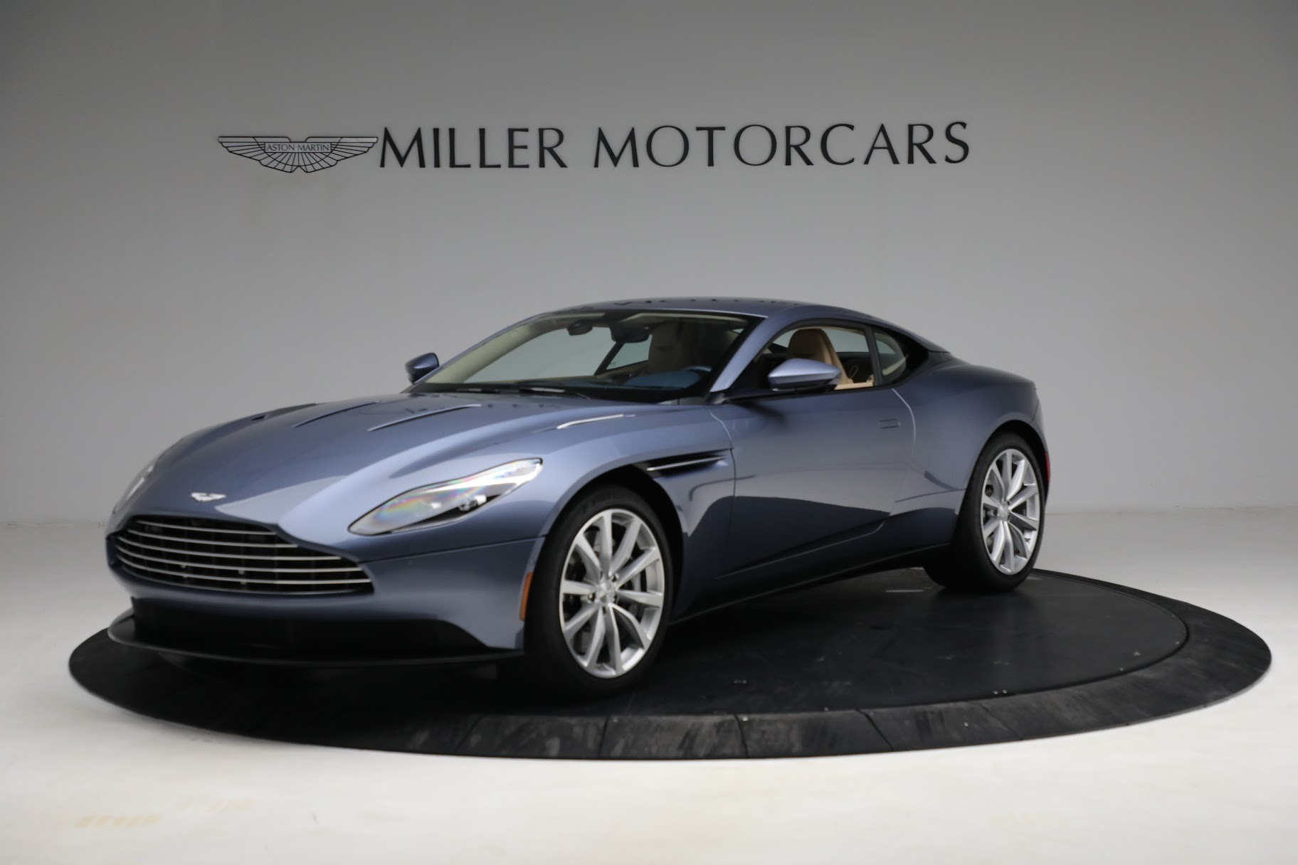 Used 2018 Aston Martin DB11 V12 for sale $164,990 at Pagani of Greenwich in Greenwich CT 06830 1