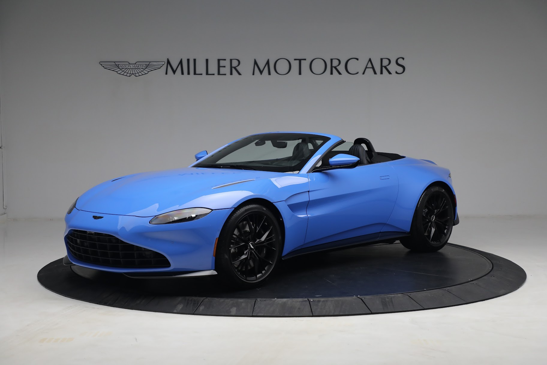New 2021 Aston Martin Vantage Roadster for sale $186,386 at Pagani of Greenwich in Greenwich CT 06830 1