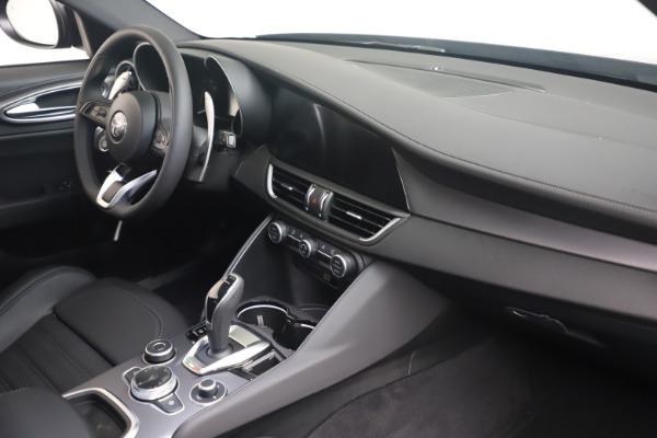 New 2022 Alfa Romeo Giulia Veloce for sale $52,045 at Pagani of Greenwich in Greenwich CT 06830 17