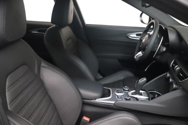New 2022 Alfa Romeo Giulia Veloce for sale $52,045 at Pagani of Greenwich in Greenwich CT 06830 18