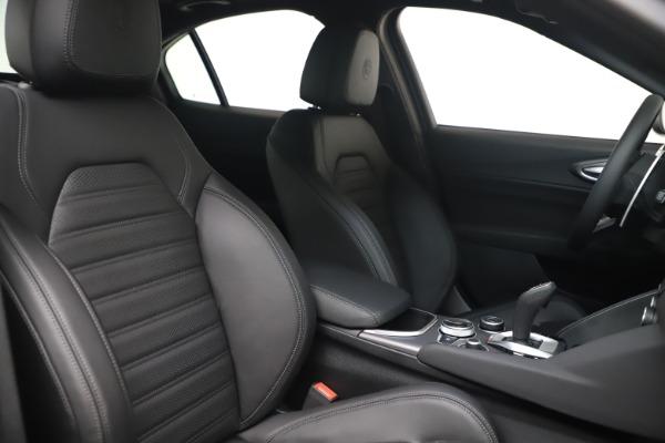 New 2022 Alfa Romeo Giulia Veloce for sale $52,045 at Pagani of Greenwich in Greenwich CT 06830 19