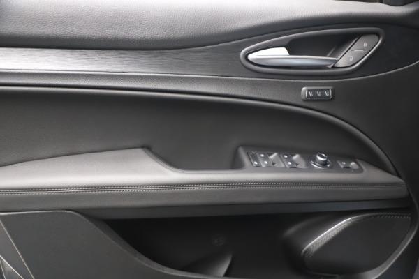 New 2022 Alfa Romeo Stelvio Sprint for sale $52,305 at Pagani of Greenwich in Greenwich CT 06830 16