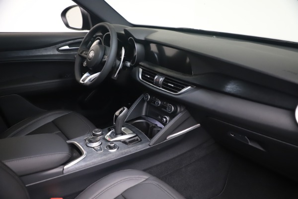 New 2022 Alfa Romeo Stelvio Sprint for sale $52,305 at Pagani of Greenwich in Greenwich CT 06830 18