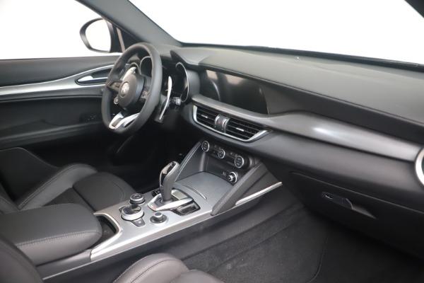 New 2022 Alfa Romeo Stelvio Veloce for sale $57,405 at Pagani of Greenwich in Greenwich CT 06830 18