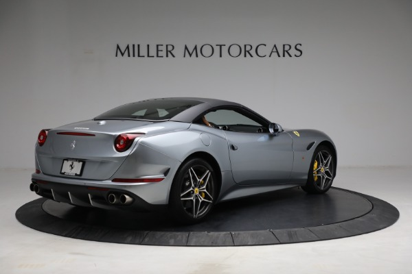 Used 2017 Ferrari California T for sale Sold at Pagani of Greenwich in Greenwich CT 06830 20