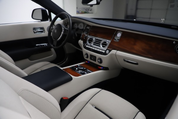 Used 2016 Rolls-Royce Dawn for sale $243,900 at Pagani of Greenwich in Greenwich CT 06830 28